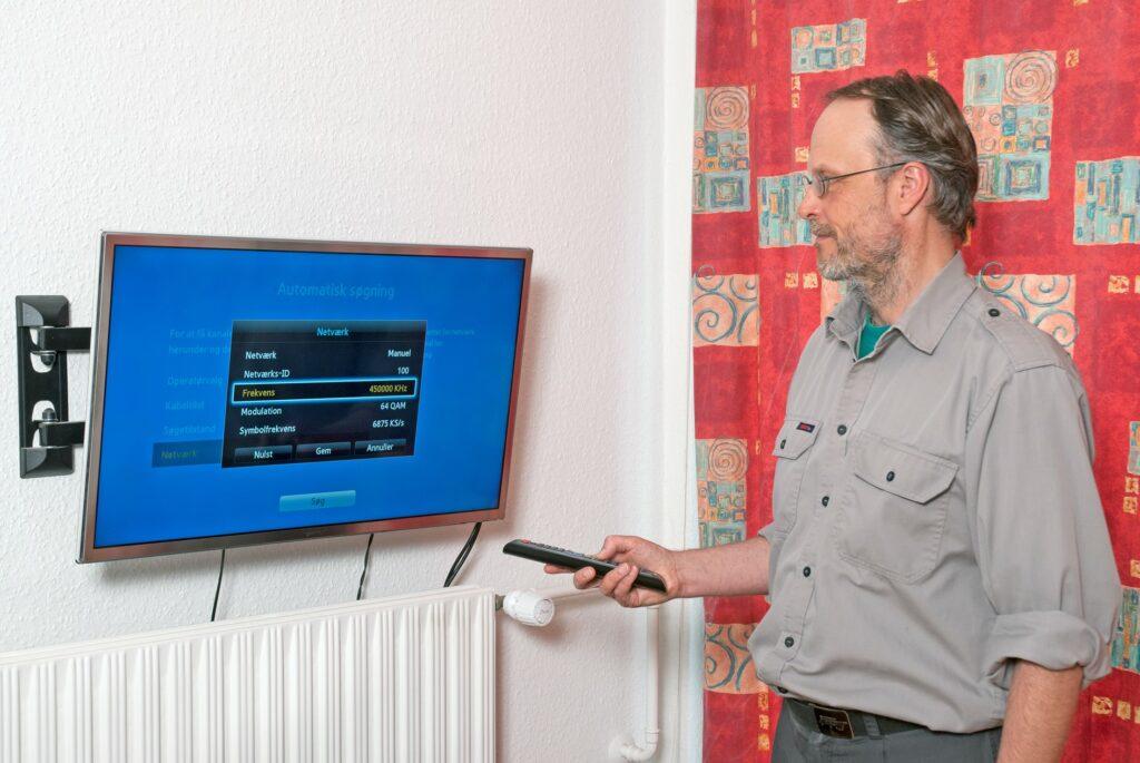 Indstilling og installation af TV og digitalboks i Roskilde ved Johannes Bruus Rasmussen, JBR Multi Service